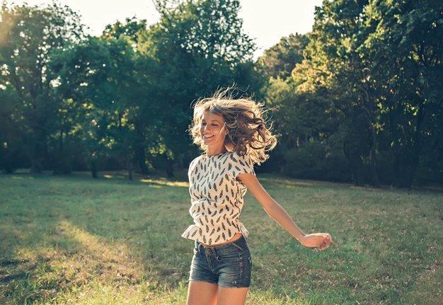 Frühjahrsmüdigkeit: Diese 8 Tipps machen dich munter