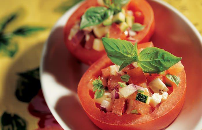 low carb rezepte f r den sommer tomaten mozzarella tatar. Black Bedroom Furniture Sets. Home Design Ideas