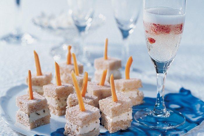 rezepte f r den m delsabend erdbeer champagner mit anisw rfeln. Black Bedroom Furniture Sets. Home Design Ideas