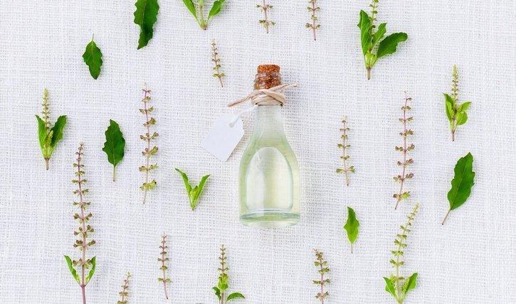 Nicht alle Inhaltsstoffe in unserer Kosmetik, bringen, was sie versprechen, manche sind sogar schädlich. Wir verraten welche Beautyprodukte sie im Regal stehen lassen können.