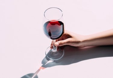 Weindegustation für Unerfahrene: Sommelière Lisa Bader verrät die Dos und Dont's des Wein degustierens.
