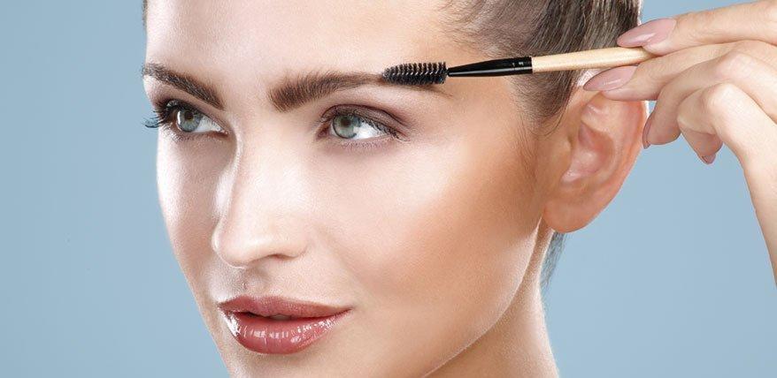 Augenbrauen schminken: Eine Anleitung auf Augenhöhe