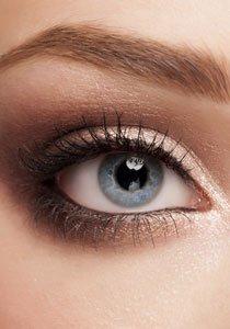 Beauty Talk: Ist es besser Augenbrauen zu wachsen anstatt zu zupfen?