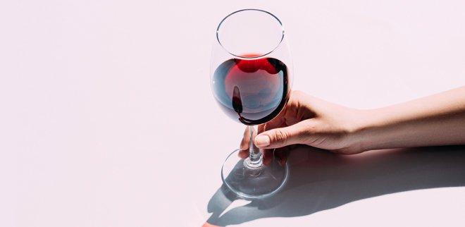 Weindegustation für Unerfahrene:Sommelière Lisa Bader verrät die Dos und Dont's des Wein degustierens.