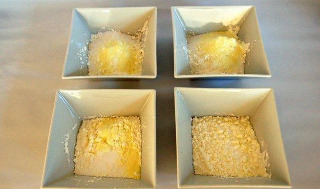 Badekugeln selber machen: Teile soviel Portionen Teig ab wie du Farben verwenden möchtest.