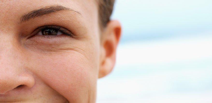 Schluss mit knittrig: Wie Sie Falten um die Augen am besten kaschieren