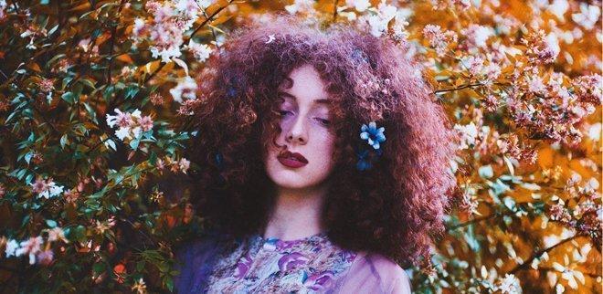 Haarausfall, dünne Haare, Schuppen und fettige Kopfhaut? Haarprobleme können verschiedene Ursachen haben.