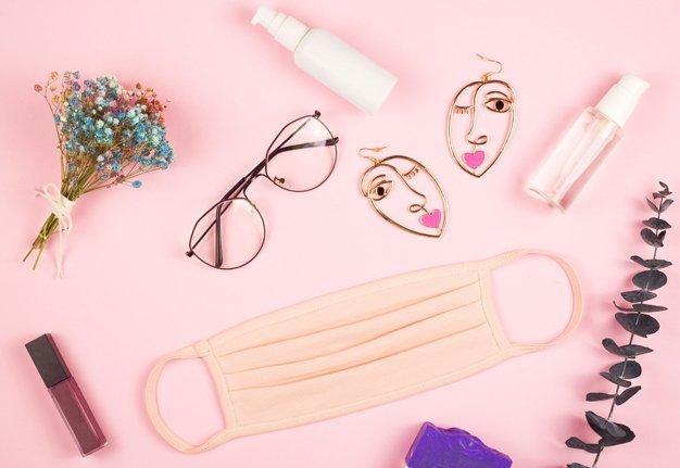 Make-up mit Maske und Brille