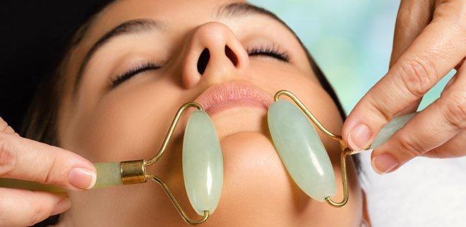 Jade Roller: Wir testen die Gesichtsmassage mit dem grünen Edelstein