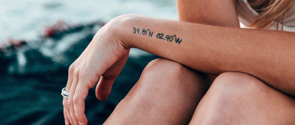Wir lieben feine Linien: Die besten minimalistischen Tattoos.