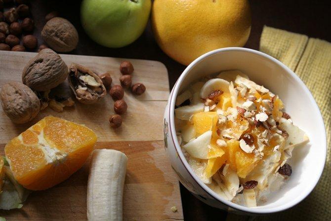 Birchermüesli Rezept mit Orangen, Bananen und Nüssen.