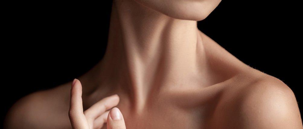 Straffe Aussichten: Wir verraten dir die 7 besten Pflegetipps für Hals und Dekolleté