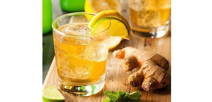 Detox Wasser: Ingwer, Erdbeeren, Gurken Wasser Rezepte.