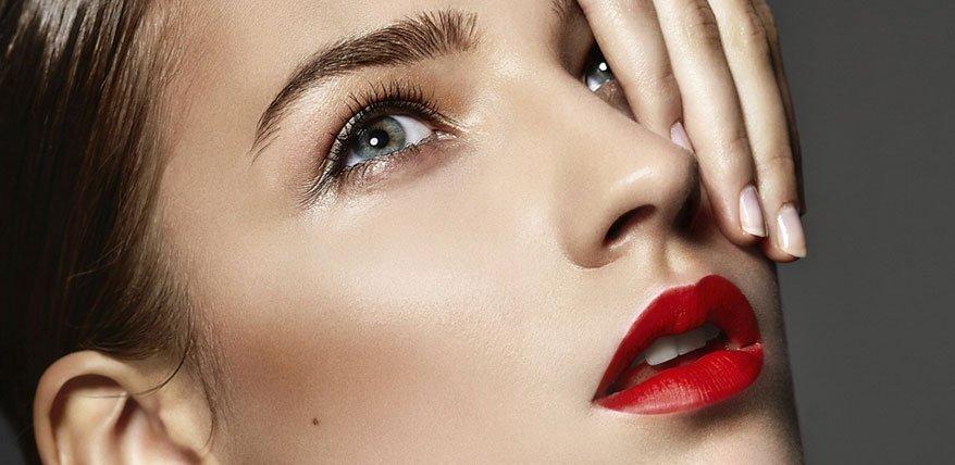 Highlighter richtig auftragen: Die wichtigsten stellen und besten Produkte für jeden Hauttyp
