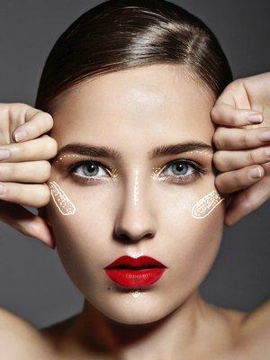 Die wichtigsten Stellen für Highlighter im Make up