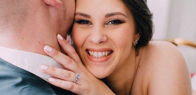 Verlobungsfoto auf Instagram: Freude zeigen