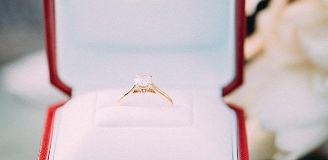 Verlobungsfoto Instagram: Ring samt Box