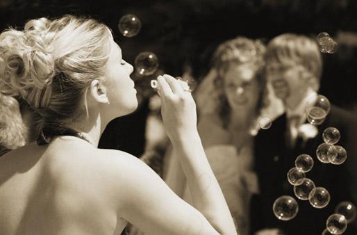Für jedes Hochzeitspaar gibt es den passenden Glückswunsch. Foto ...