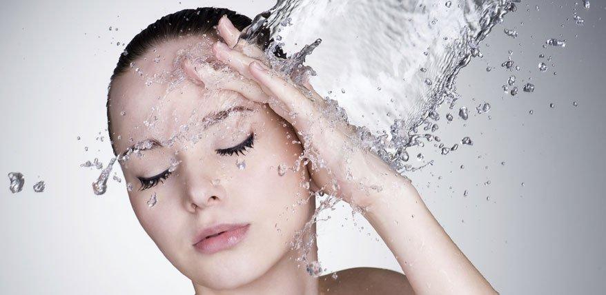 Wie wirkt Hyaluronsäure auf die Haut und was Cremes, Seren & Filler mit Hyaluron für die Haut tun.