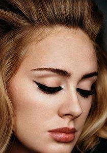 Katzenaugen schminken: So gelingt das verführerische Augen-Makeup von Adele