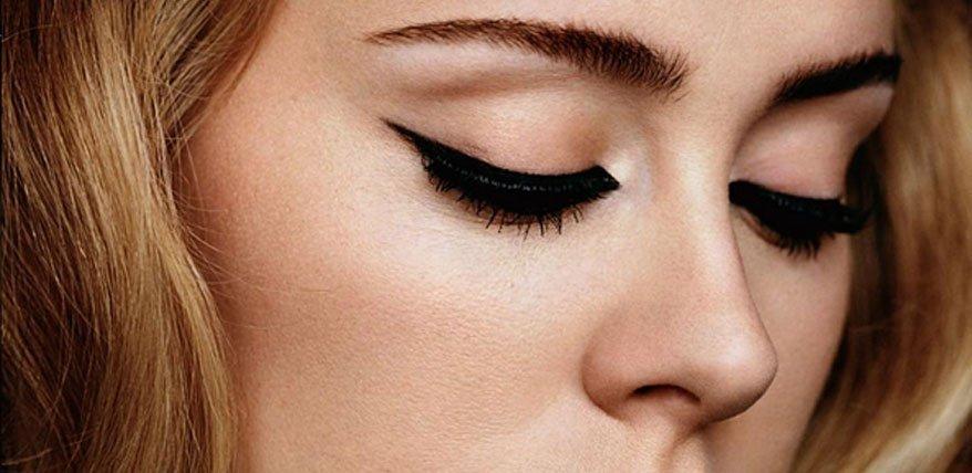 katzenaugen schminken so gelingt das augen makeup von adele. Black Bedroom Furniture Sets. Home Design Ideas