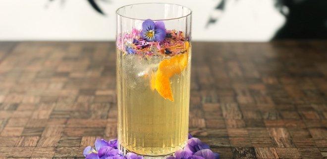 Grand Tonic mit Flower Garnish Rezept