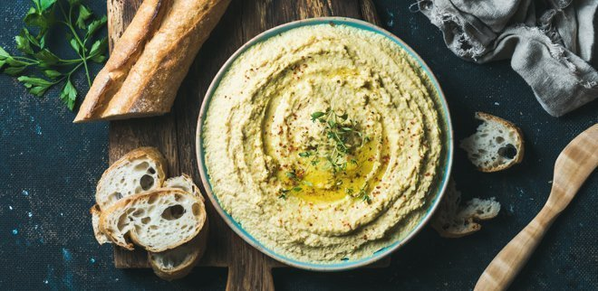 Hummus aus Hanf und brot
