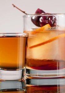 Tradition on the rocks: Die 8 besten Drinks-Rezepte für eine Party mit Stil