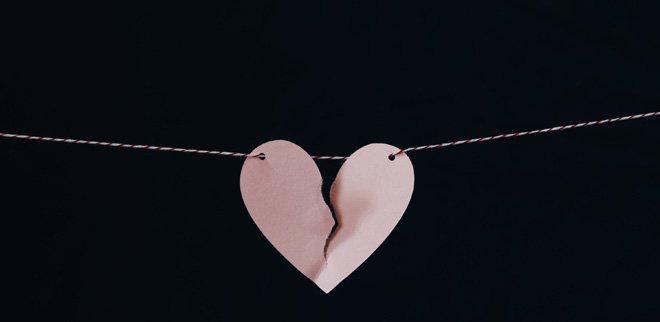 Gebrochenes Herz aus Papier
