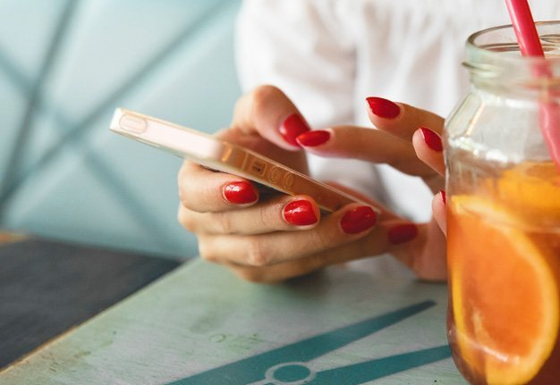 Im Bett: Solltest du dich auf einem Online Dating Portal anmelden?