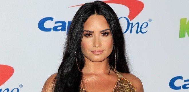 Demi Lovato spricht erstmals über die Überdosis und was dazu führte.