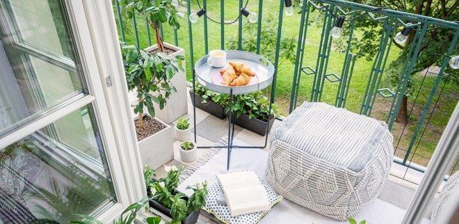 Tipps, wie du deinen Balkon gemütlich einrichten kannst.