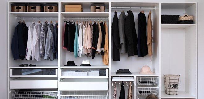 Kleiderschrank ausmisten: Sp schaffst du Ordnung.