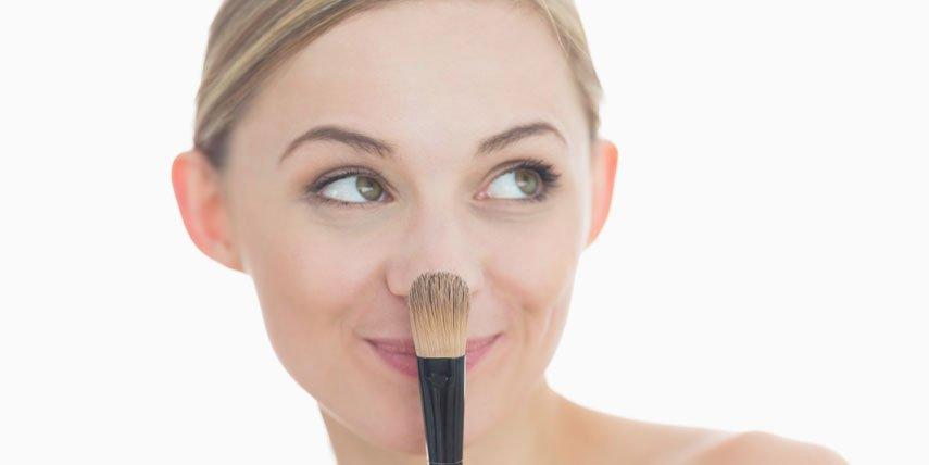 Make Up für unreine Haut: Schminken bei Pickeln,  Mitessern und Akne