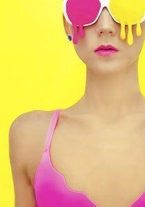 Beauty Talk: Was tun gegen Make Up Flecken auf Kleidung und Brille?