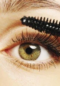 Ohne mit der Wimper zu zucken: Neue Mascaras im Test