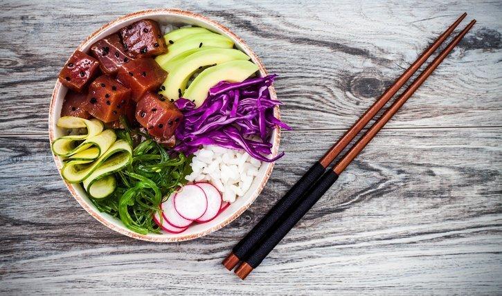 Poké Bowl ist ein hawaiianisches Nationalgericht und super gesund.