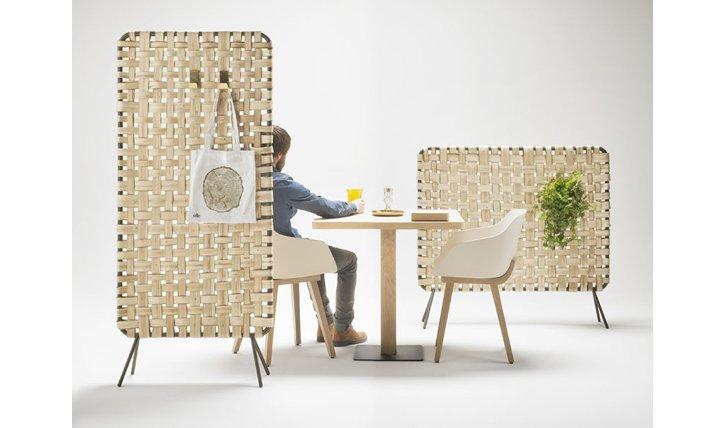 Paravant aus geflochtenem Holz von Alki designed von Iratzoki Lizaso