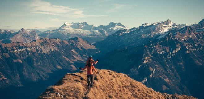 Menschen wander in den Bergen