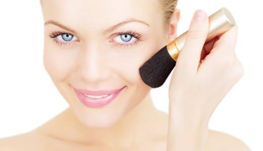 Rouge schminken: Lippenstift als Wangenrouge verwenden