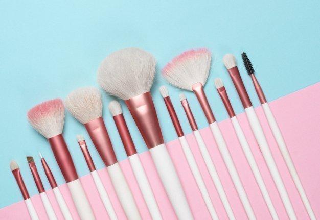 Schminkpinsel 1x1: Diese Make-up-Pinsel gehören in dein Set
