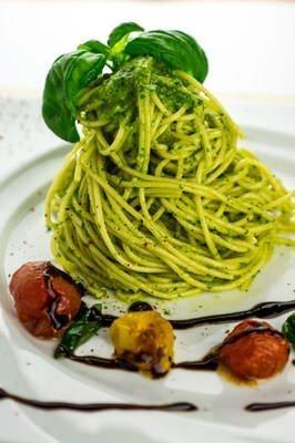 Vegetarische Rezepte: Spaghetti mit Rucola-Pesto