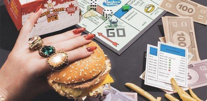 Diese Gesellschaftsspiele für Erwachsene sind eine Runde wert: Monopoly mit Burger
