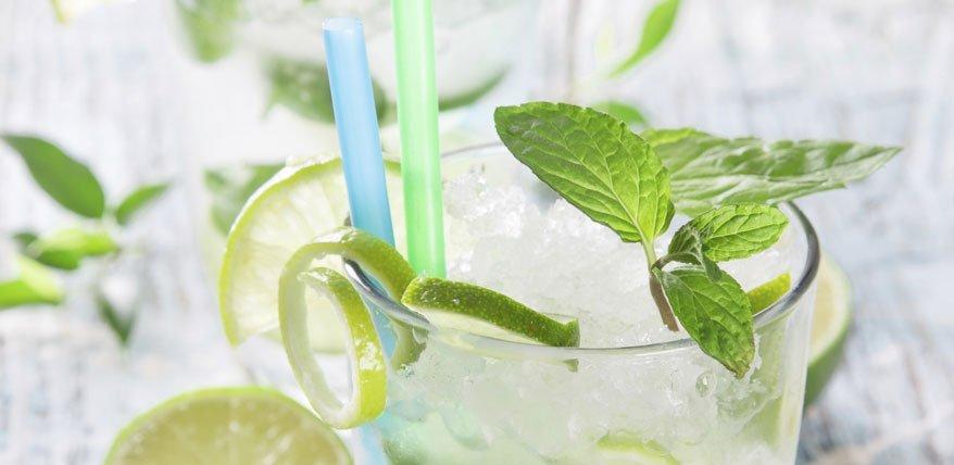 Kalorien lassen sich mit Alkohol besonders schlecht einsparen. Grund: Alkohol stört den Fettstoffwechsel.