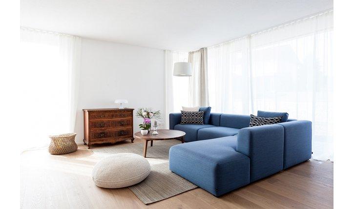 Antike Möbel lassen sich wunderbar mit zeitlosen Stücken kombinieren.