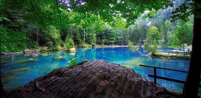 Ausflüge zu zweit: Zusammen ums kristallklare Wasser spazieren