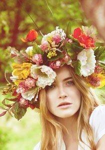 Hippiemädchen: Blumenkranz für die Haare selbermachen