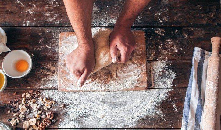 Brot selber backen ist ganz einfach und so viel gesünder. Wir stellen 8 köstliche Rezepte vor.