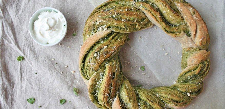 Brot selber backen: Pesto-Brotkranz
