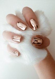 Chrome Nails sind der schönste Maniküre-Trend im Land